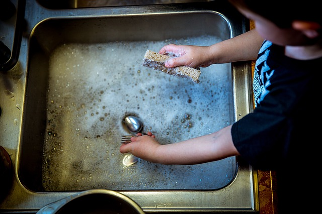 dull as dishwater - idioms about water
